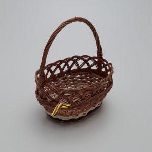 malý ovalny prútený košík