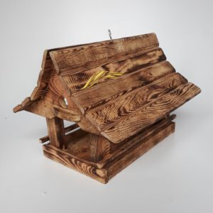 Klasické drevené kŕmidlo