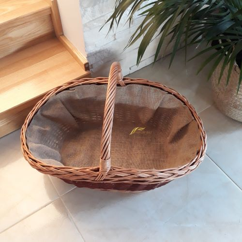 Prútený kôš na drevo