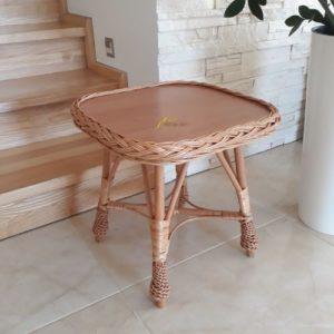 Prútený stolík hranatý