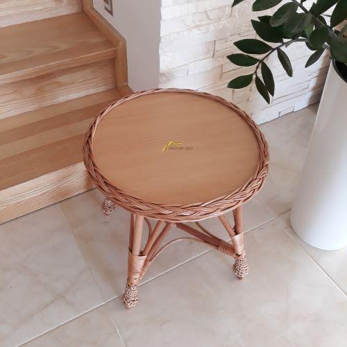 Malý okrúhly prútený konferenčný stolík