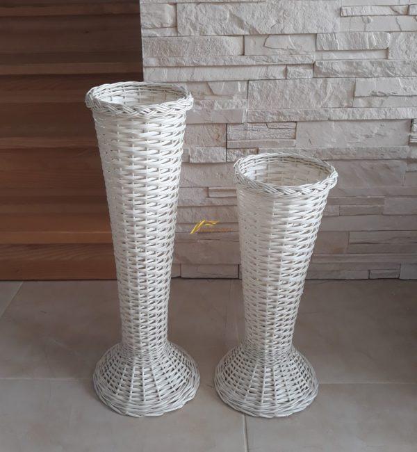bielá vaza na kvety